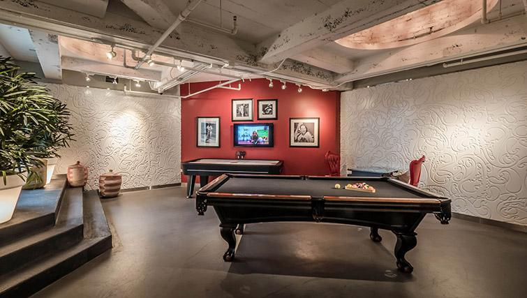 Games room at Randolph Tower Apartments - Citybase Apartments