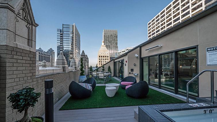 Roof deck at Randolph Tower Apartments - Citybase Apartments