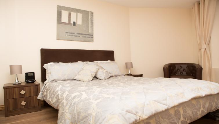 King bed at Broc House Suites - Citybase Apartments