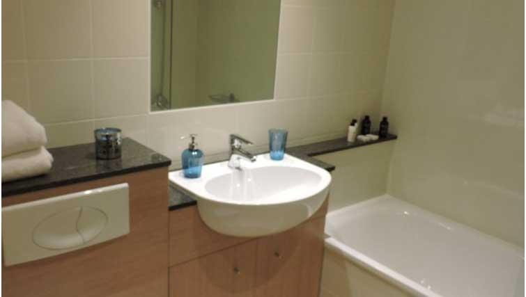 Bathroom at Five Lamps Suites - Citybase Apartments