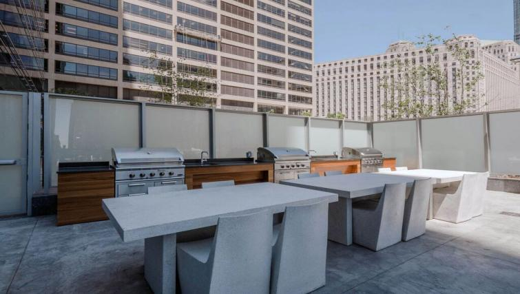 Grill at Wolf Point West Apartments - Citybase Apartments