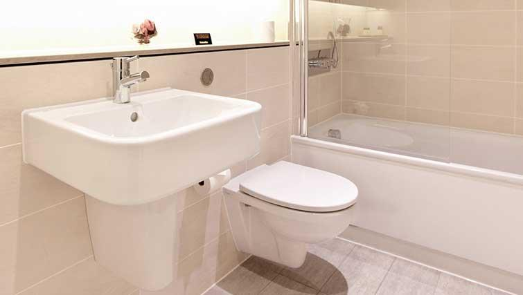 Bath at London City Apartments - Citybase Apartments