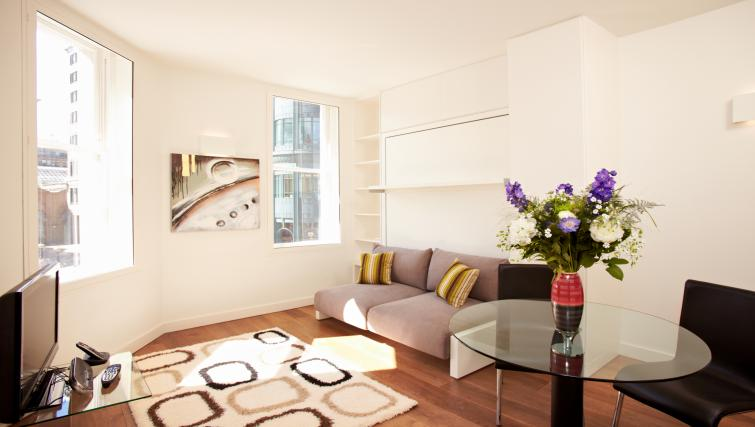 Living space at London City Apartments - Citybase Apartments
