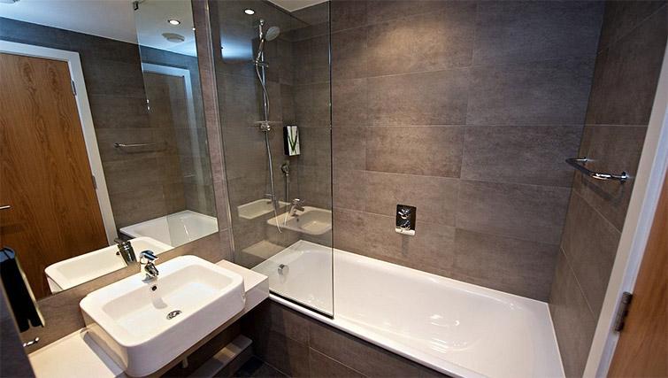 Bathroom at Staycity Centre Vieux Port - Citybase Apartments