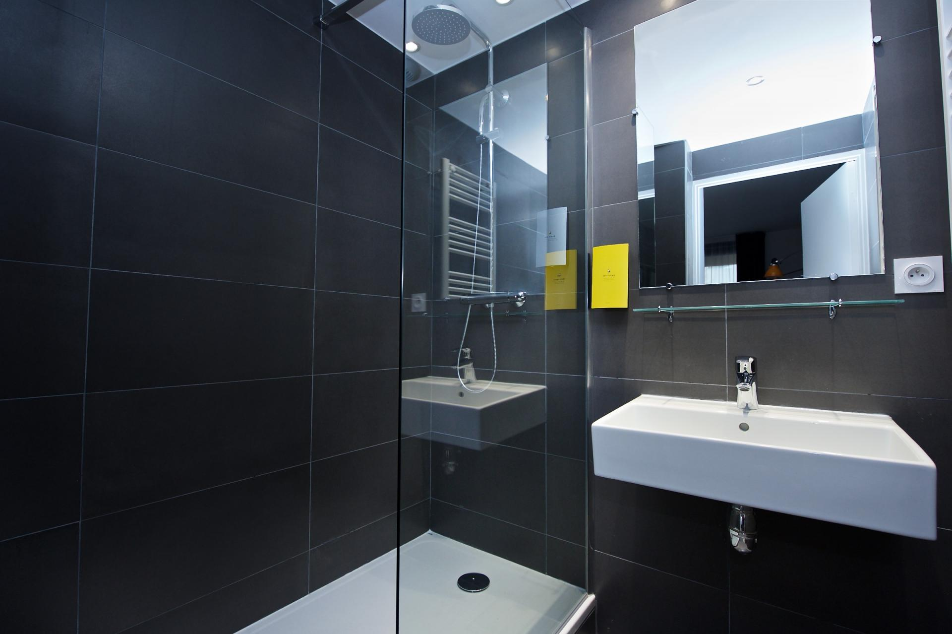 Bathroom at Staycity Centre Vieux Port - Citybase Apartments
