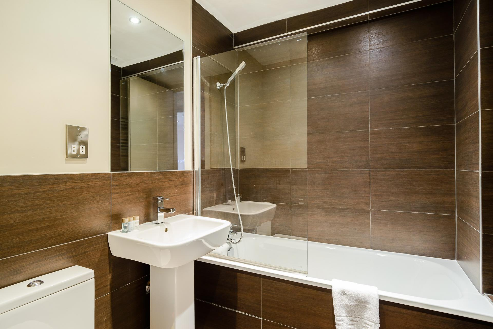 Bathroom at Flying Butler Holborn Apartments, Holborn, London - Citybase Apartments