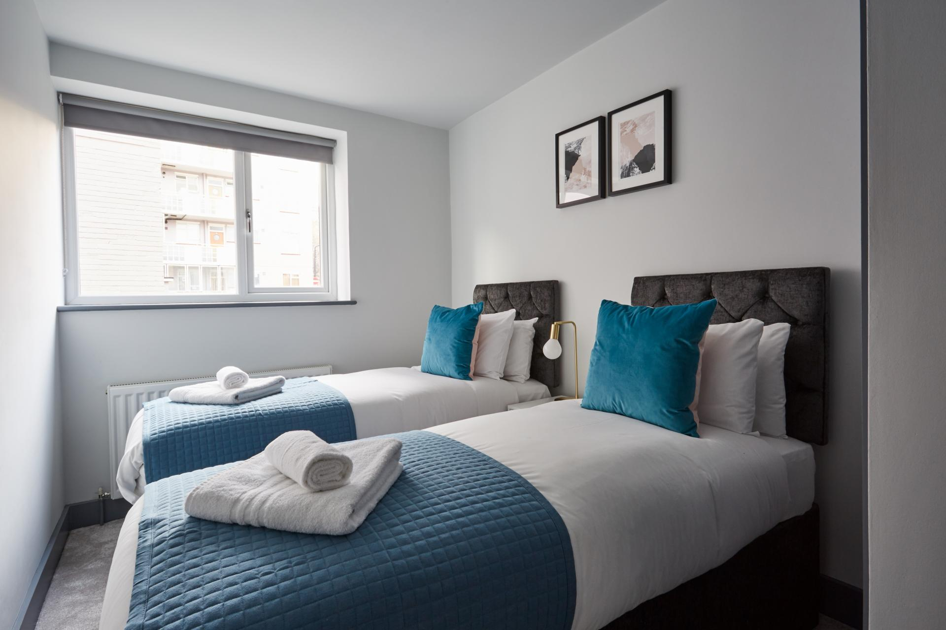 Twin beds at Flying Butler Holborn Apartments, Holborn, London - Citybase Apartments