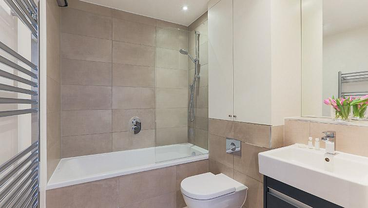 Main bathroom at Lambeth North by Q Apartments - Citybase Apartments