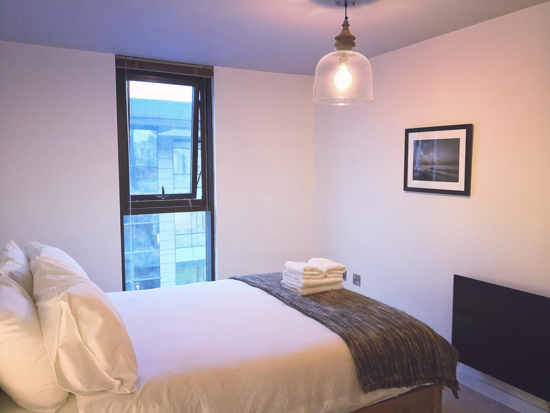 Double bed at Blonk Street Apartments - Citybase Apartments