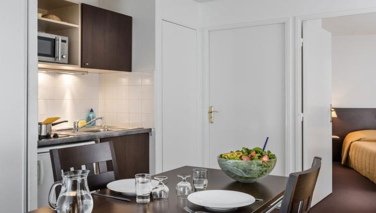 Dining area at Adagio Access Paris Clamart - Citybase Apartments