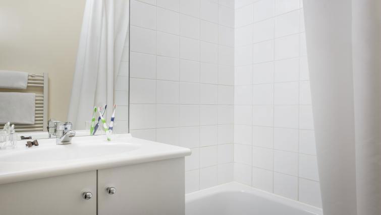 Bathroom at Adagio Access Paris Clamart - Citybase Apartments