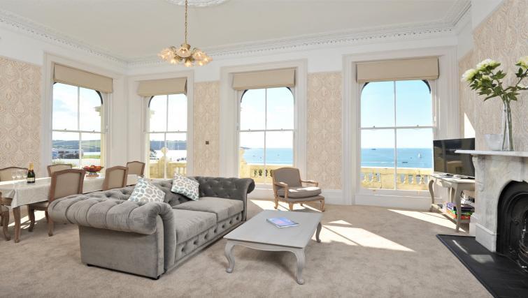 Living area at Elliot Terrace Apartments - Citybase Apartments