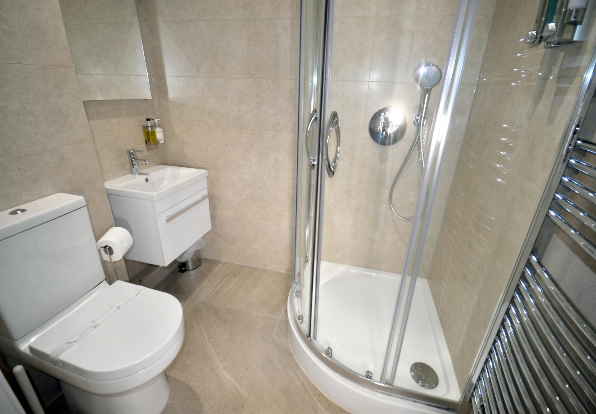 Shower at Elliot Terrace Apartments - Citybase Apartments