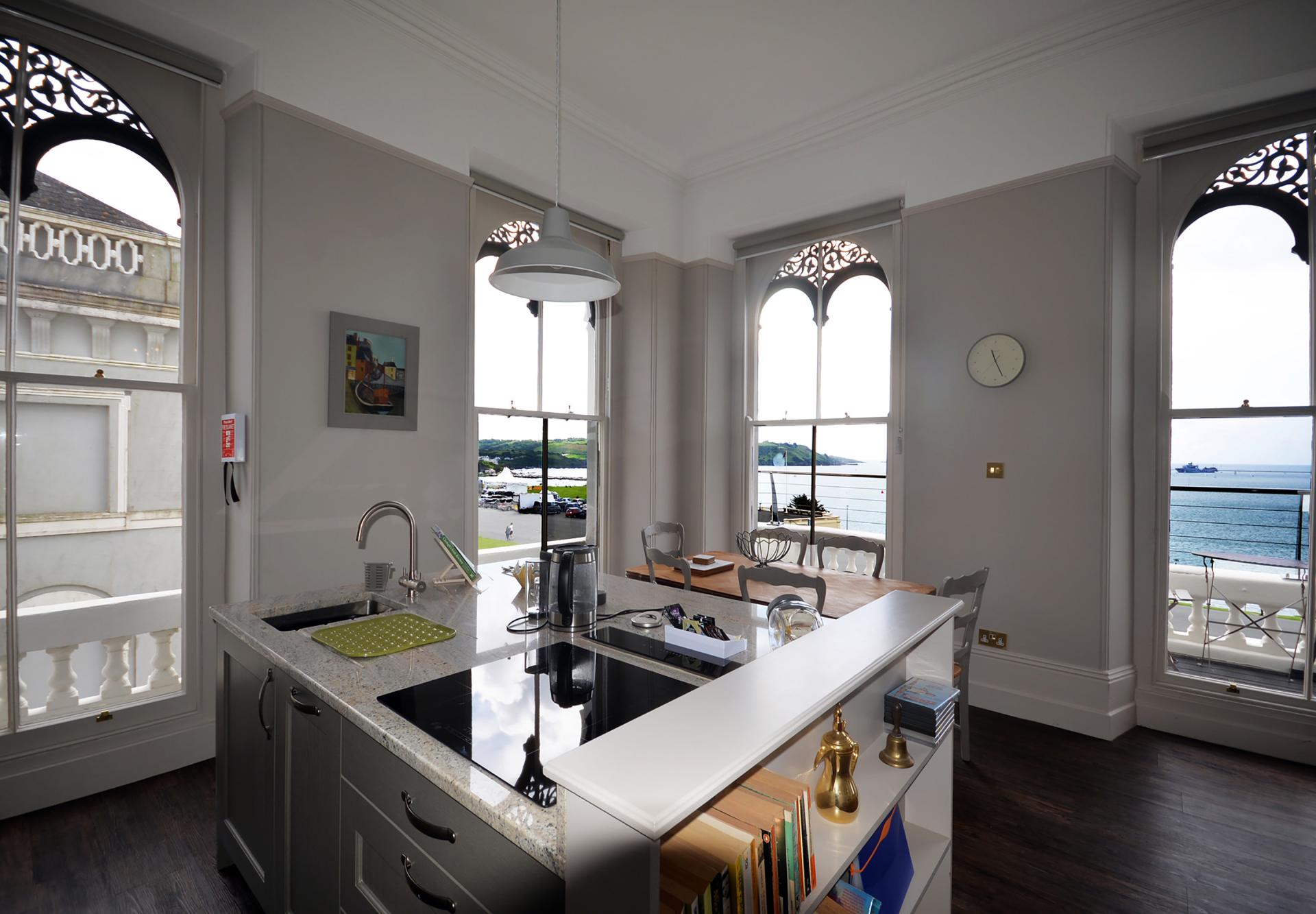 Kitchen island at Elliot Terrace Apartments - Citybase Apartments