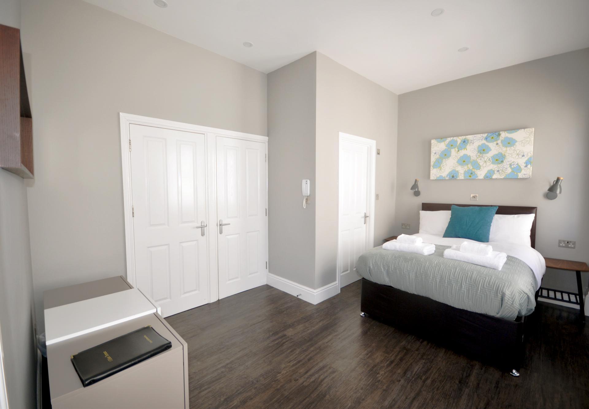 Spacious bedroom at Elliot Terrace Apartments - Citybase Apartments