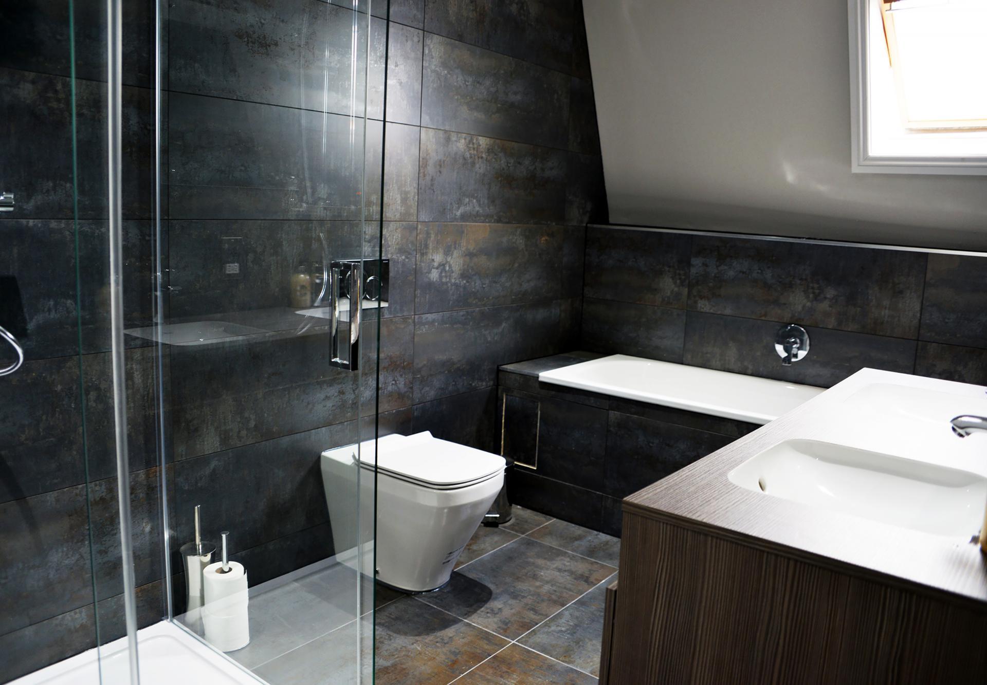 Modern bathroom at Elliot Terrace Apartments, Centre, Plymouth - Citybase Apartments