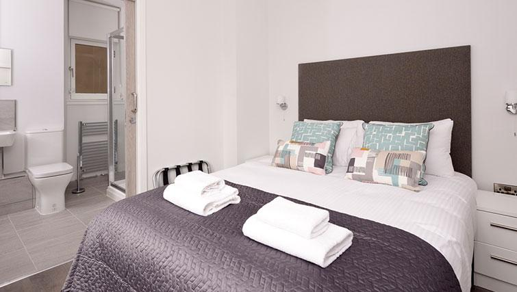 Bed at Glassford Residence - Citybase Apartments