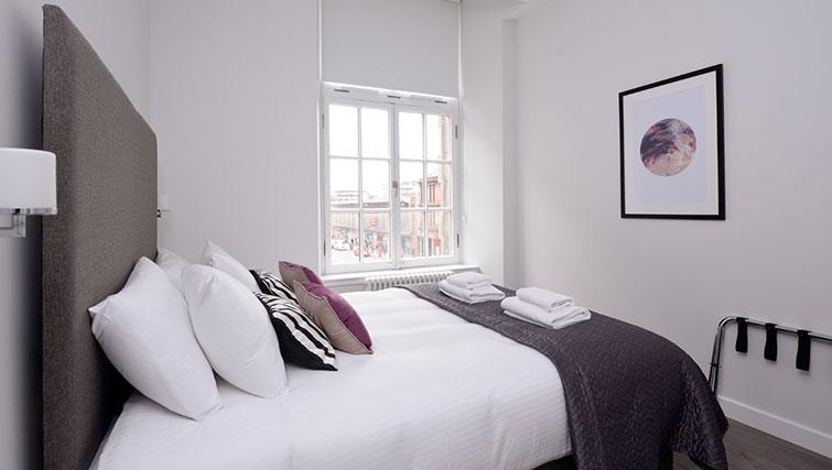 Master bedroom at Glassford Residence - Citybase Apartments