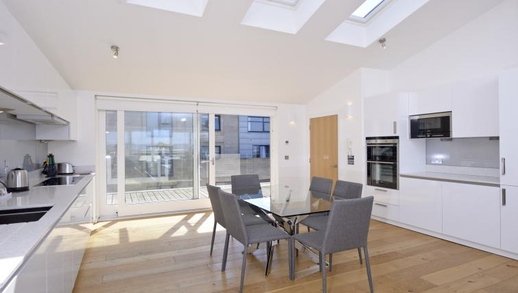 Dining area at Thistle Street Apartments - Citybase Apartments