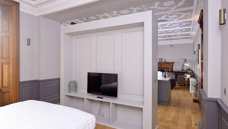 Modern bedroom at Distillers House - Citybase Apartments