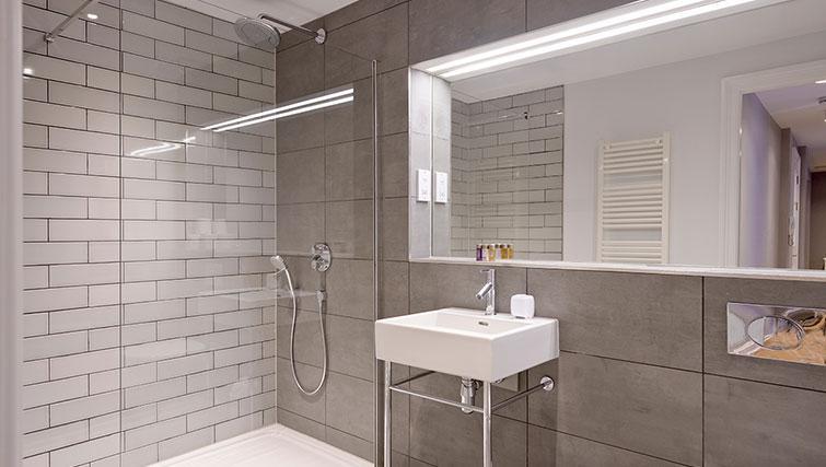 Stylish bathroom at Distillers House - Citybase Apartments