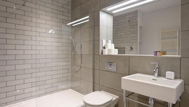Bathroom at Distillers House - Citybase Apartments