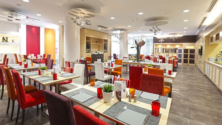Restaurant at Ramada Plaza Milano - The Residence - Citybase Apartments
