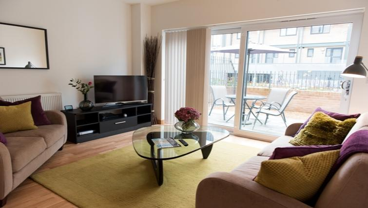 Living space at Flamsteed Close Apartments - Citybase Apartments