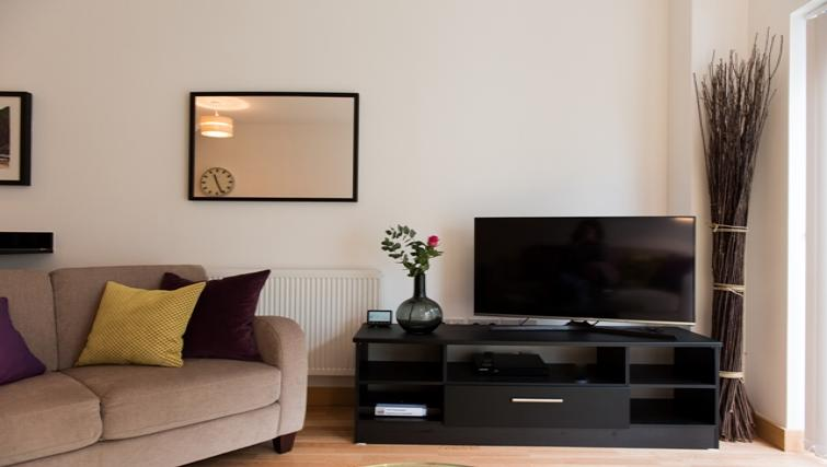 Living area at Flamsteed Close Apartments - Citybase Apartments