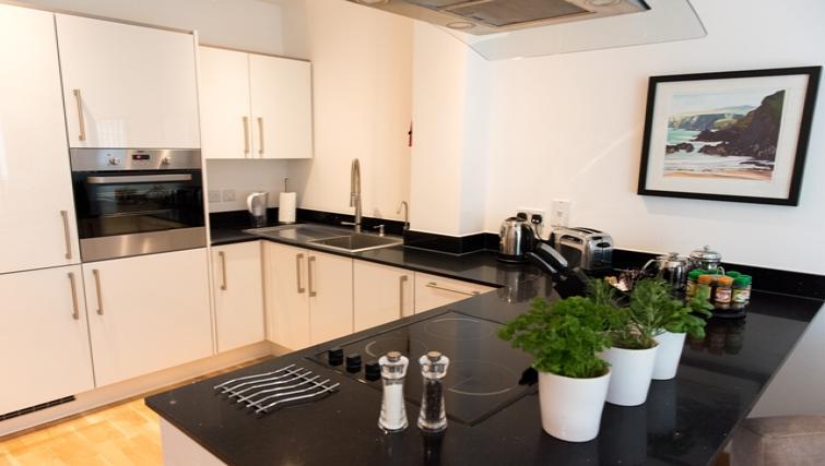 Kitchen at Flamsteed Close Apartments - Citybase Apartments