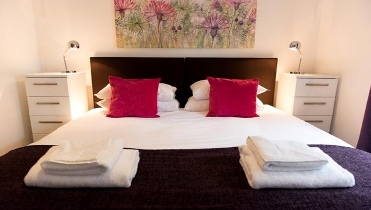 Double bedroom at Flamsteed Close Apartments - Citybase Apartments