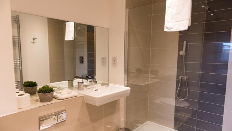Bathroom at Flamsteed Close Apartments - Citybase Apartments