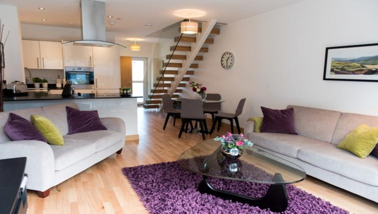 Living room at Flamsteed Close Apartments - Citybase Apartments