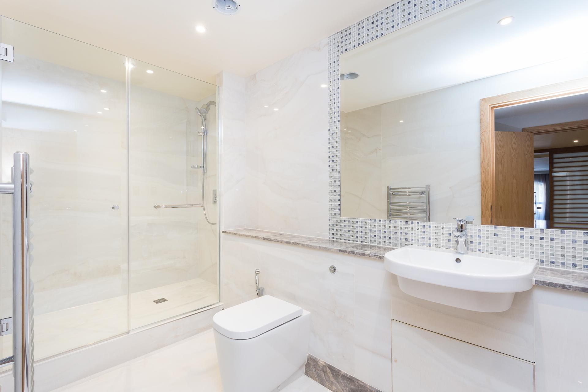 Bright bathroom at Sanctum Belsize Apartments - Citybase Apartments