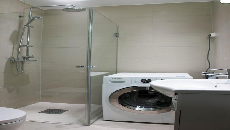 Shower and washer at Odinsgate 10 Apartment - Citybase Apartments