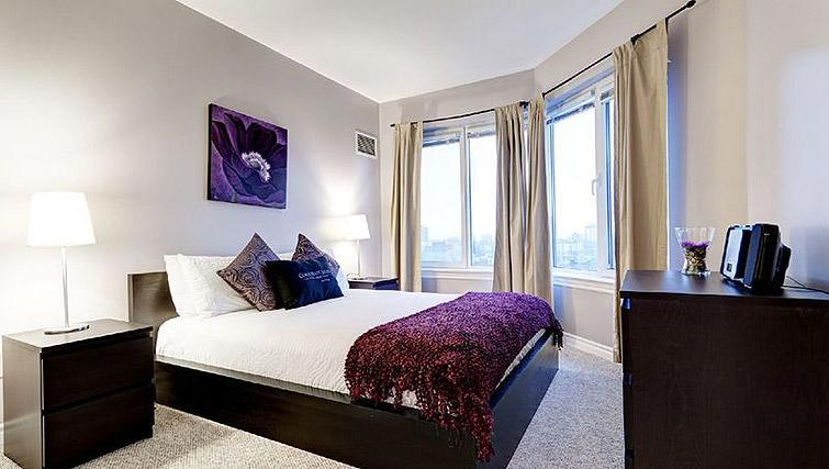 Double bedroom at Laurier East Apartments - Citybase Apartments
