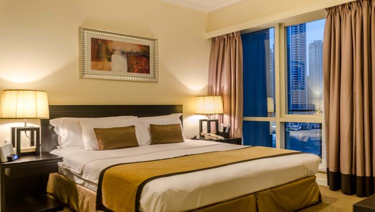 King bedroom at Nuran Marina Serviced Residences - Citybase Apartments