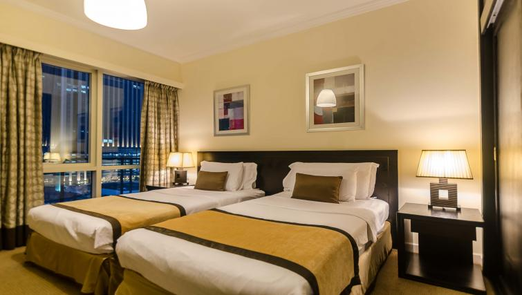 Twin bedroom at Nuran Marina Serviced Residences - Citybase Apartments