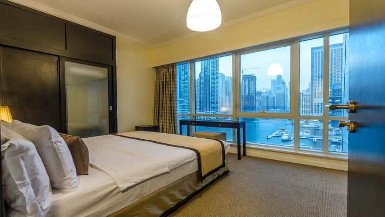 Queen bedroom at Nuran Marina Serviced Residences - Citybase Apartments