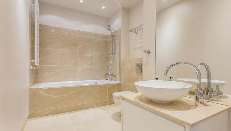 Bathroom at Platinum Residence Mokotow - Citybase Apartments