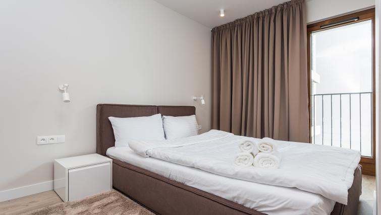 Double bed at Platinum Residence Mokotow - Citybase Apartments