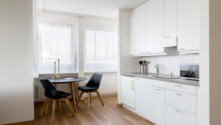 Kitchen diner at Baarerstrasse 43 Apartments - Citybase Apartments