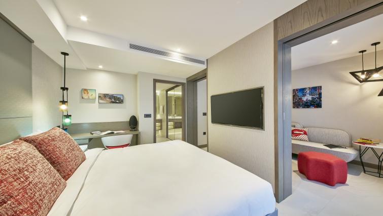 Bedroom at Oakwood Studios Singapore - Citybase Apartments