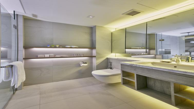 Bathroom at Oakwood Studios Singapore - Citybase Apartments