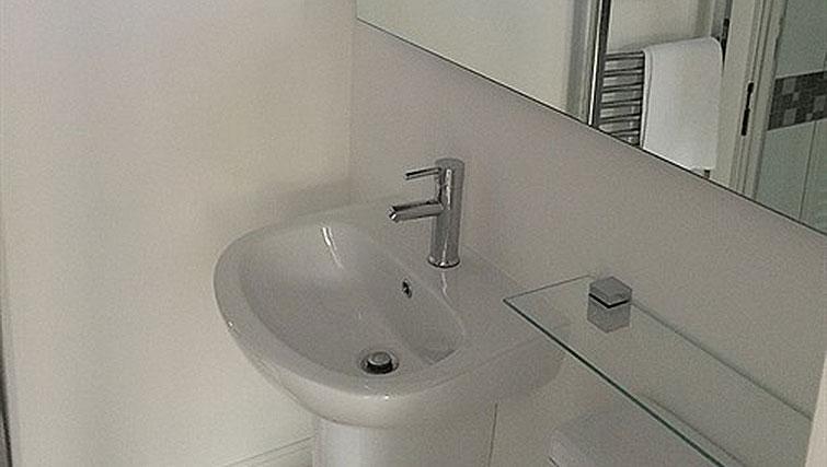 Small bathroom at Alum Chine Beach House - Citybase Apartments