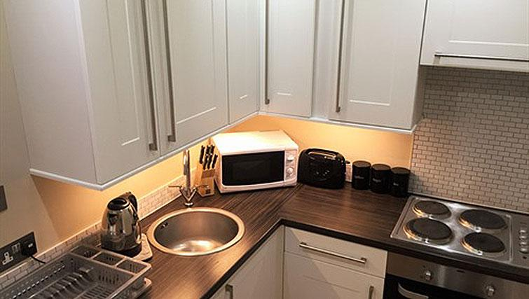 Fully equipped kitchen at Alum Chine Beach House - Citybase Apartments