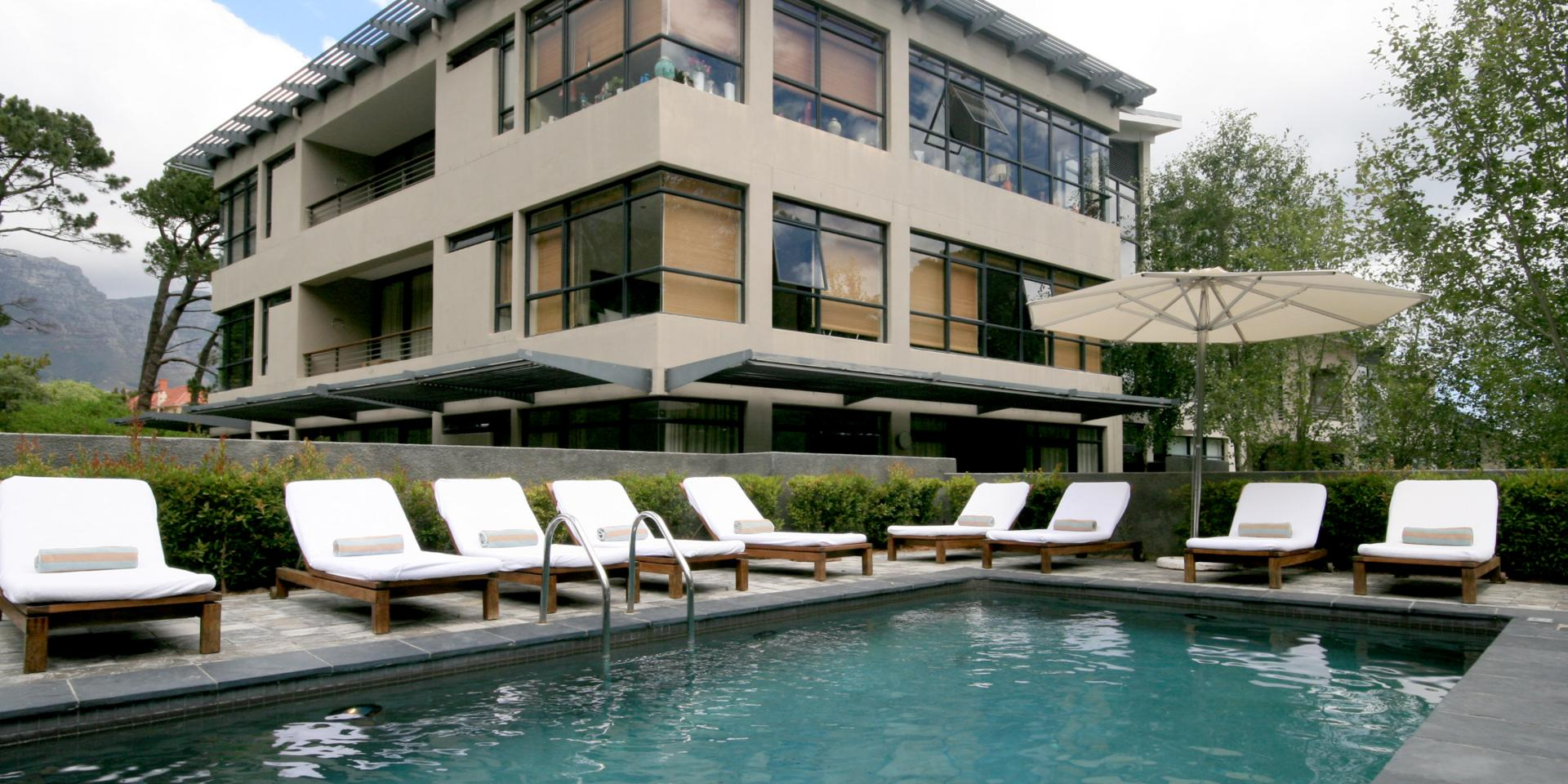 Swimming pool at The Glen Apartments - Citybase Apartments