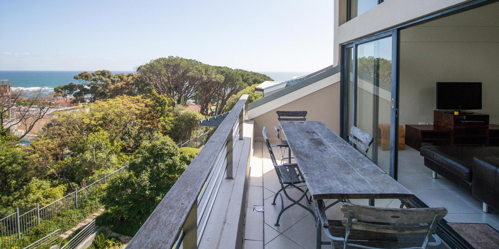 Balcony at The Glen Apartments - Citybase Apartments