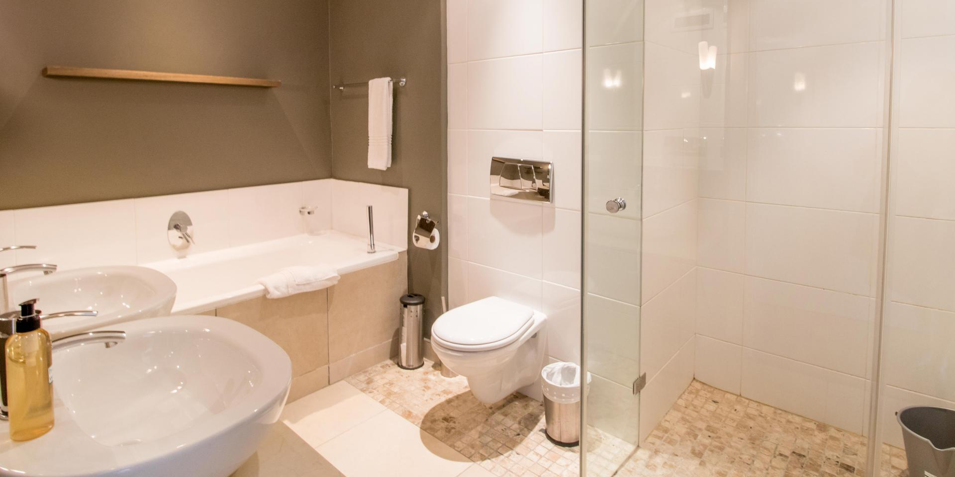 Bathroom at The Glen Apartments - Citybase Apartments