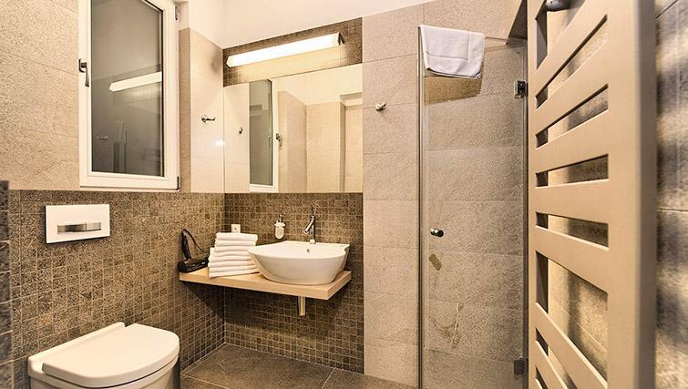 Modern bathroom at Krizovnicka Residence - Citybase Apartments